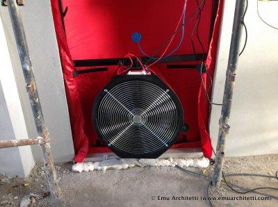 Un test di tenuta all'aria eseguito su un nostro fabbricato.