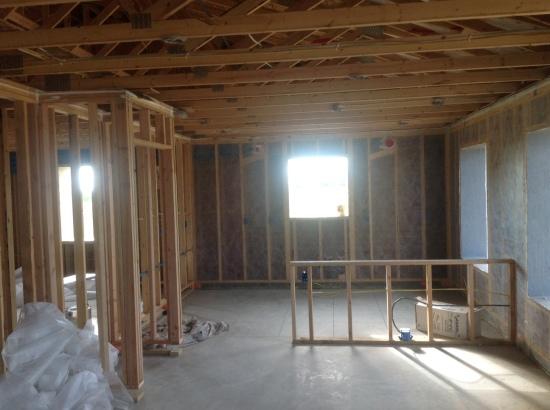 L'interno della casa passiva, prima dell'insufflaggio dell'isolamento in cellulosa delle pareti esterne.