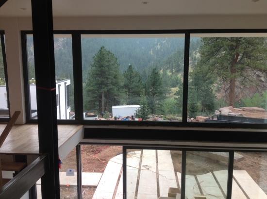 La vista dall'interno della Casa Passiva di Boulder, verso la valle.